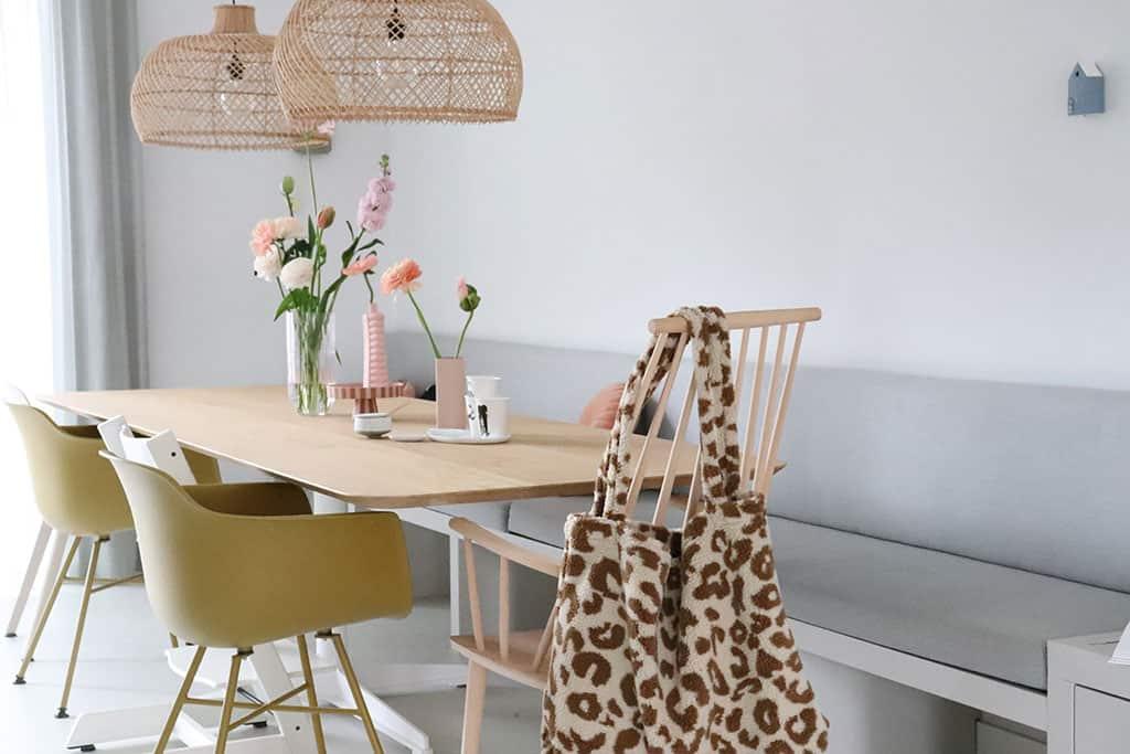 Eettafel: moderne nieuwbouwwoning